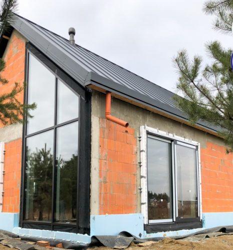 Popularne ostatnio projekty budowlane w stylu stodoły bardzo często trafiają także do nas.